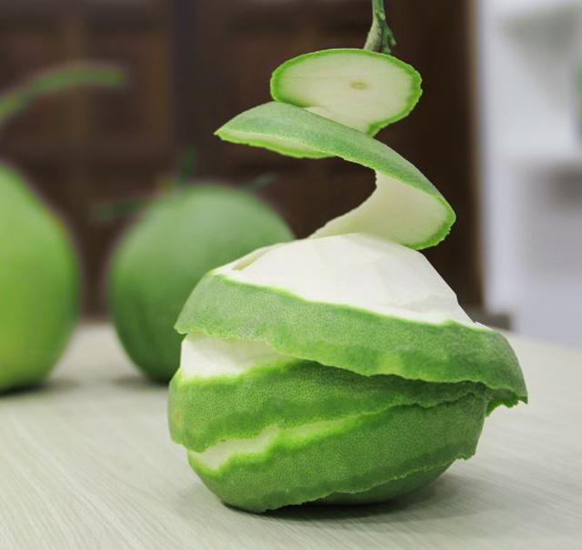 Ăn bưởi xong chớ vứt vỏ, hãy tận dụng để làm 4 điều này: Vừa làm món ăn vừa có thể làm chất tẩy rửa, chống côn trùng - Ảnh 4.