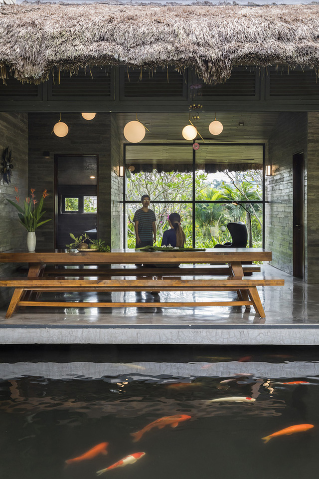 Giám đốc marketing về miền Tây xây biệt thự nhà vườn hệt như một ốc đảo riêng tư, có cả hồ cá Koi ngắm mà ghen tị - Ảnh 11.