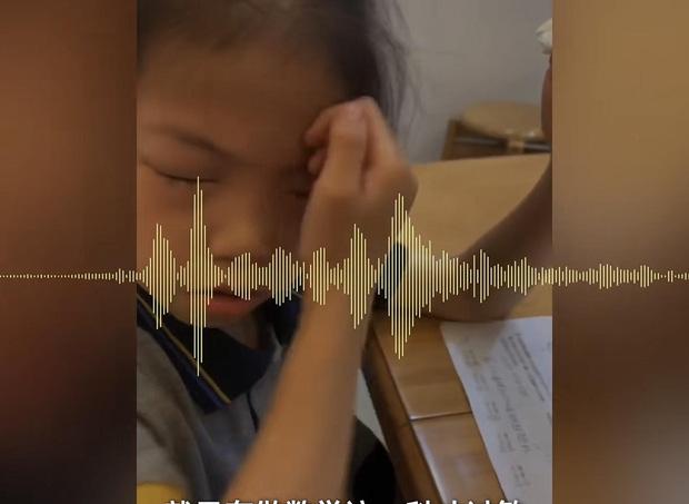 Bé gái dị ứng với bài tập toán: Cứ ngồi vào bàn là mắt sưng húp, ngứa ngáy phát khóc - Ảnh 3.