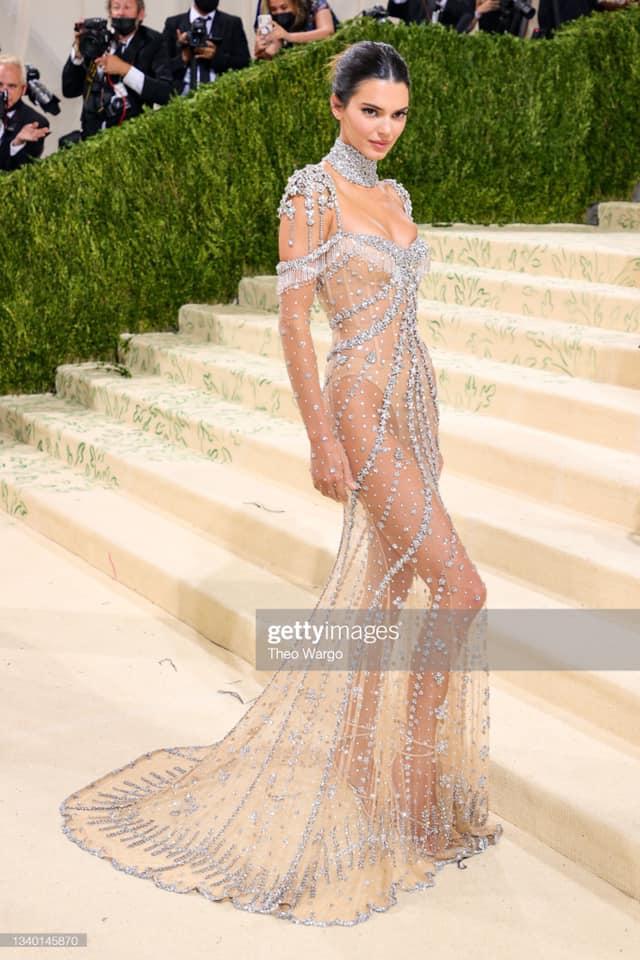 Megan Fox, Kendall Jenner và dàn mỹ nhân đọ vẻ gợi cảm ở Met Gala 2021 - Ảnh 2.