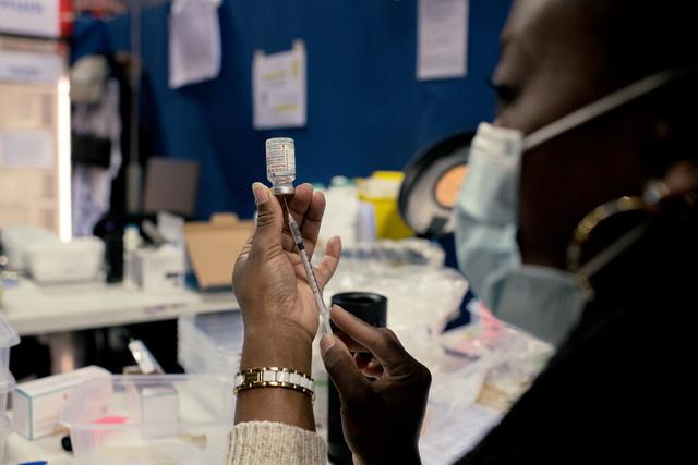 Tại sao ngày càng nhiều người tiêm vaccine ngừa COVID-19 khác nhau? - Ảnh 1.
