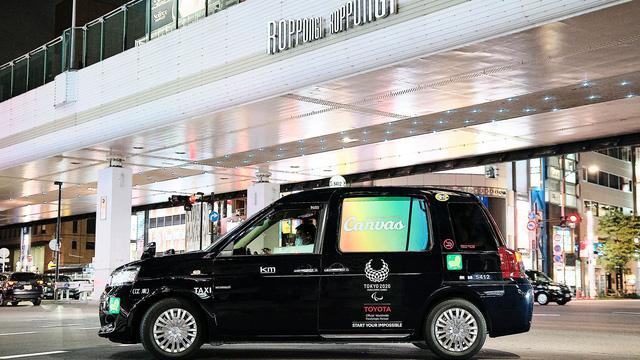 Xe Toyota được hoán cải thành taxi ngủ: Hàng ghế sau như một nhà trọ mini mà lại free - Ảnh 1.