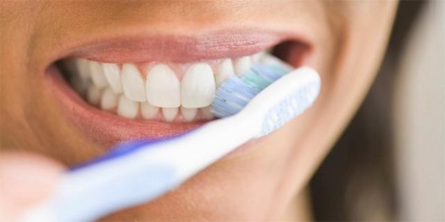 COVID-19 gây những bất thường ở vùng miệng - Ảnh 2.