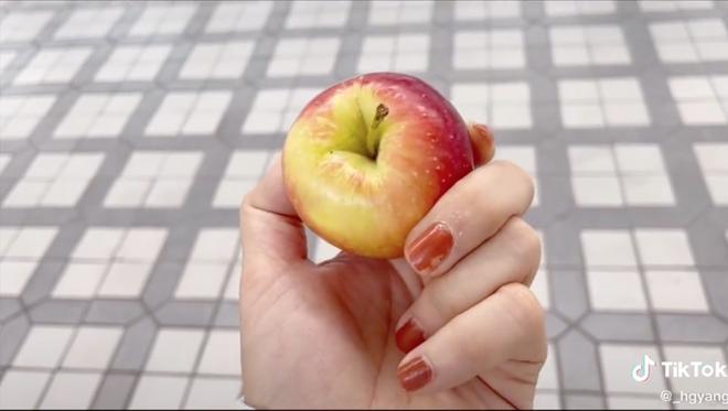 Cô gái Việt ở Hàn Quốc hớn hở vì mua được táo rẻ bèo, không ngờ đã bị cách tính cân của xứ sở kim chi đánh lừa - Ảnh 3.