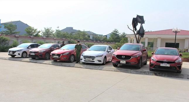 Nhóm lừa đảo liên tỉnh dùng giấy tờ giả chiếm đoạt hàng loạt ô tô - Ảnh 3.
