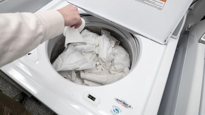 Đời tôi 3 nhà đều dùng máy giặt cửa trên, dễ hiểu vì sao vẫn đầy người chọn mua dù không xịn bằng máy giặt cửa ngang - Ảnh 4.