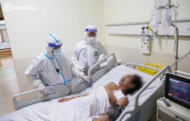 """Gặp lại """"bác sĩ 91"""" từng chữa trị cho phi công người Anh: """"Đỉnh điểm một ngày chúng tôi tiếp nhận 70 bệnh nhân nguy kịch"""" - Ảnh 8."""