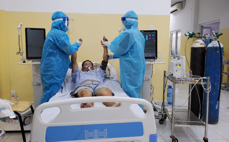 Bác sĩ Việt Kiều chỉ ra điều rất quan trọng cần làm sau khi điều trị khỏi cho bệnh nhân Covid-19, nhất là bệnh nhân nặng