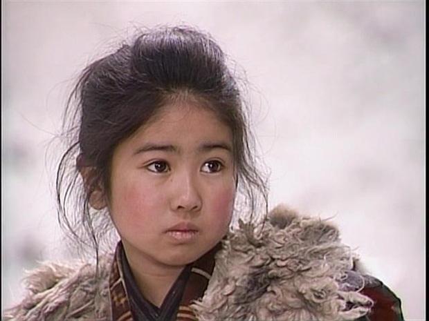 Ngỡ ngàng với nhan sắc cô bé Oshin kinh điển sau gần 40 năm, vẫn đóng phim ầm ầm nhưng đường tình duyên mới gây chú ý - Ảnh 2.