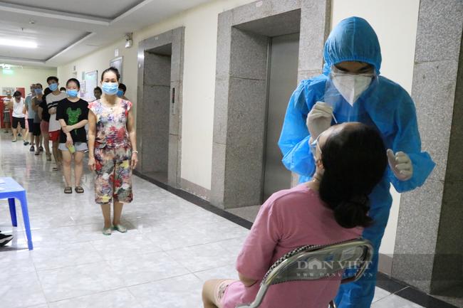 Hà Nội: Chủ tịch phường nói gì khi yêu cầu dân viết cam kết, nêu lý do không tiêm vaccine phòng Covid-19? - Ảnh 2.