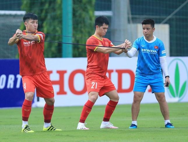VFF lý giải nguyên nhân ông Park Hang-seo gọi Thành Chung, Đình Trọng khi đang chấn thương - Ảnh 1.