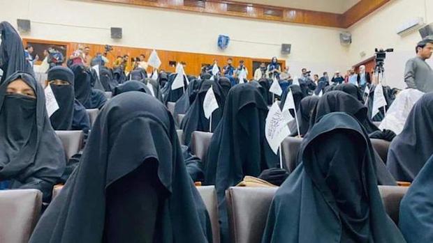Bộ đồ kỳ lạ của phụ nữ Afghanistan: Phải bịt kín mắt để đi học, lo ngại lớn về lời hứa công bằng với phụ nữ của Taliban - Ảnh 5.