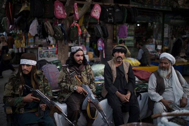 Bộ đồ kỳ lạ của phụ nữ Afghanistan: Phải bịt kín mắt để đi học, lo ngại lớn về lời hứa công bằng với phụ nữ của Taliban - Ảnh 7.