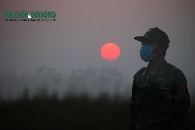 Sống khác mùa COVID-19: Nhiếp ảnh gia Hải An bước qua sợ hãi kể chuyện bằng ảnh - Ảnh 9.