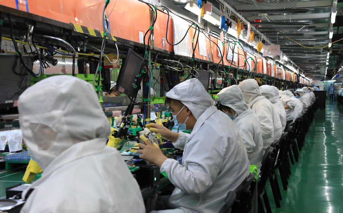 Tuyển kỷ lục 10.000 nhân công một ngày, nhà máy Foxconn chạy hết tốc lực để sản xuất iPhone 13