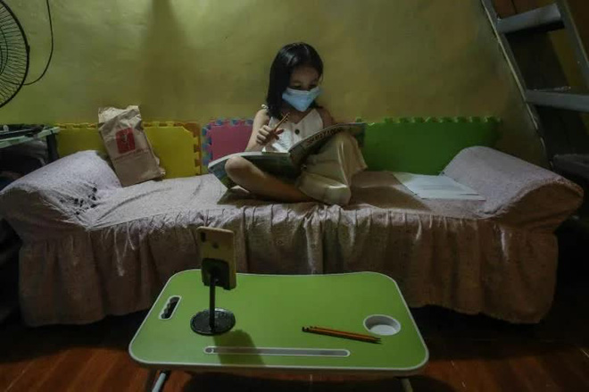 Philippines đối mặt khủng hoảng giáo dục sau 2 năm triển khai học online - Ảnh 2.