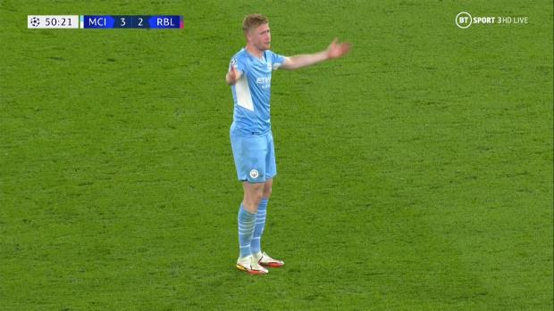 De Bruyne nổi giận vì bị trọng tài cản trở khiến Man City thủng lưới - Ảnh 3.