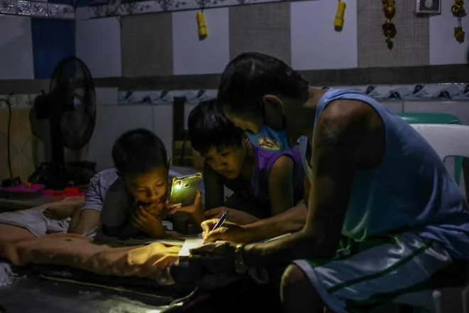 Philippines đối mặt khủng hoảng giáo dục sau 2 năm triển khai học online - Ảnh 4.