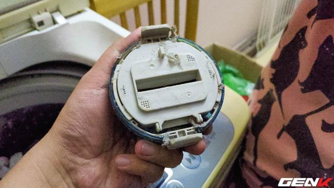 Tò mò tháo cái cục này trong máy giặt ra xem sau 13 năm mà tôi suýt phát ói, bạn cũng nên thử xem! - Ảnh 5.