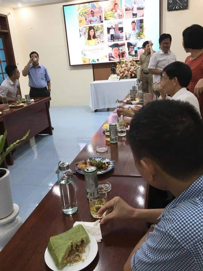 Giữa dịch Covid-19, Sở Công Thương Quảng Nam tổ chức sinh nhật, có uống bia tại cơ quan - Ảnh 2.