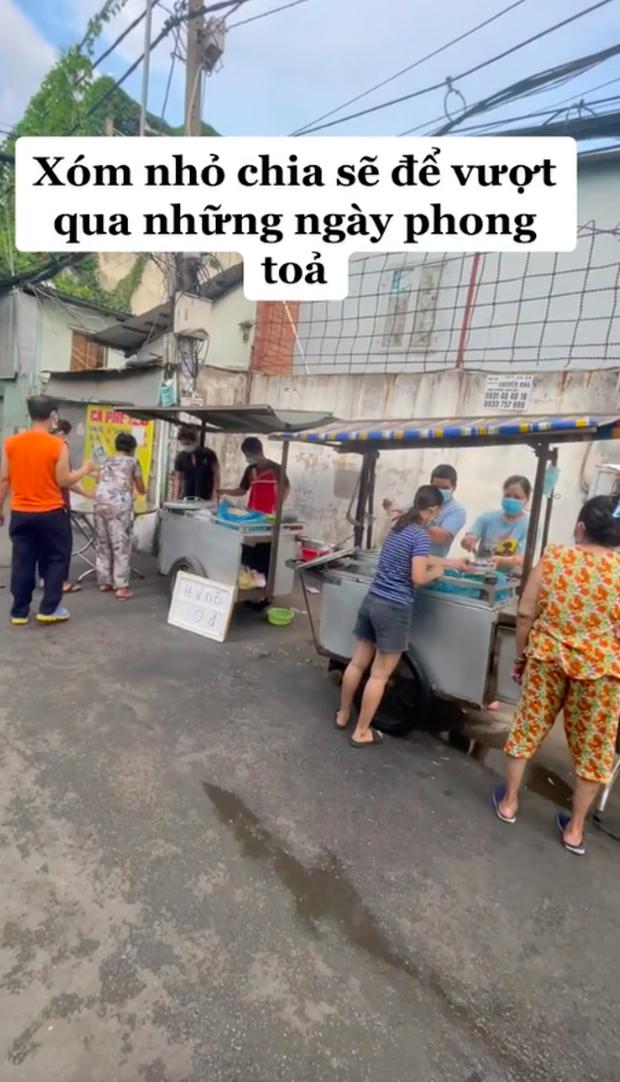 Xe hủ tiếu gõ đặc biệt nhất Sài Gòn, tấm biển nhỏ xíu nhưng đã tiết lộ chủ nhân của nó là người như thế nào - Ảnh 3.