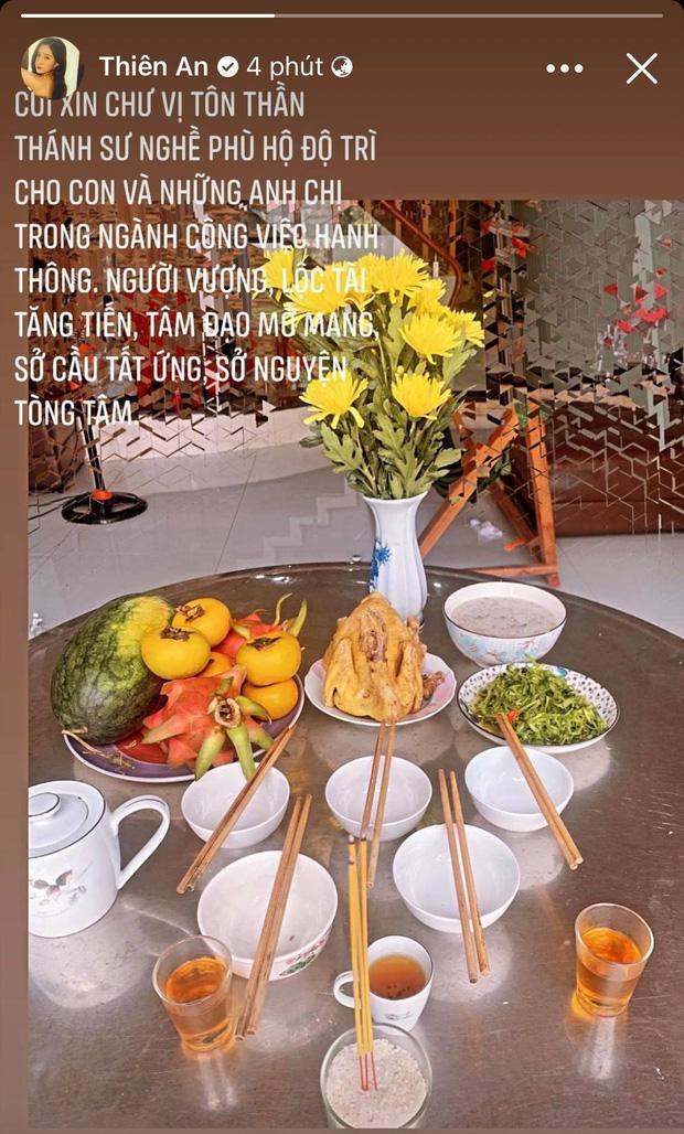 Showbiz Việt ngày Giỗ tổ sân khấu: Lý Hải - Khánh Vân và dàn sao Việt dâng lễ tại gia, Nam Thư muốn khóc vì tủi thân - Ảnh 19.
