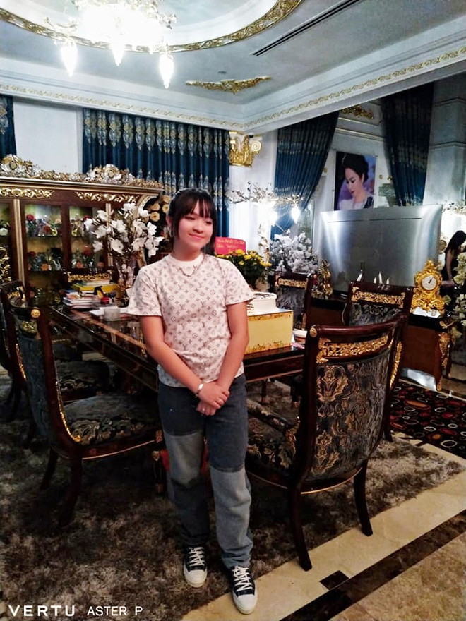 Thêm loạt ảnh mới bên trong lâu đài 2.400m2 giữa trung tâm Sài Gòn của CEO Đại Nam: Xa hoa hết cỡ! - Ảnh 3.