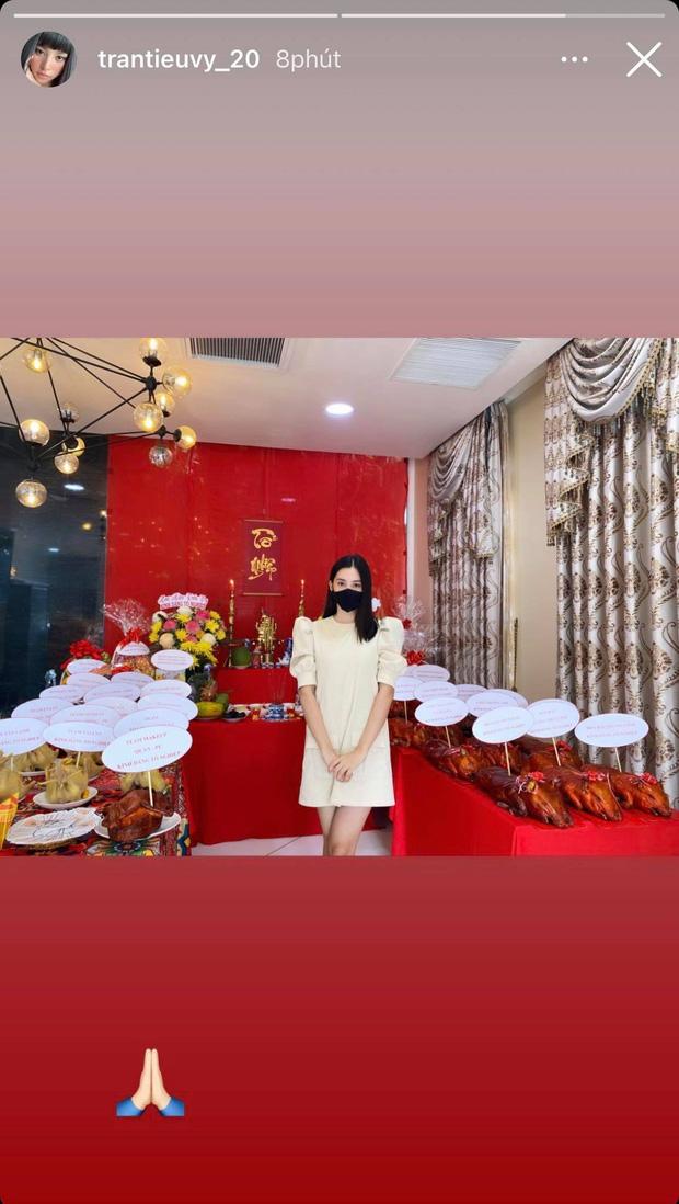 Showbiz Việt ngày Giỗ tổ sân khấu: Lý Hải - Khánh Vân và dàn sao Việt dâng lễ tại gia, Nam Thư muốn khóc vì tủi thân - Ảnh 27.