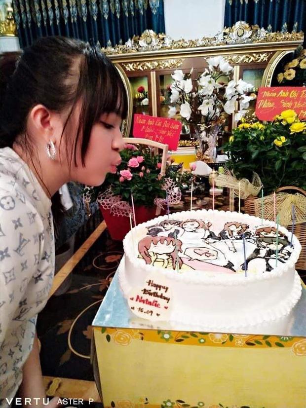 """Ái nữ duy nhất của bà Phương Hằng bị """"soi"""" ra một sở thích đặc biệt liên quan đến nhân vật ảo, chiếc bánh sinh nhật đã hé lộ tất cả - Ảnh 4."""