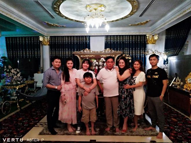Thêm loạt ảnh mới bên trong lâu đài 2.400m2 giữa trung tâm Sài Gòn của CEO Đại Nam: Xa hoa hết cỡ! - Ảnh 4.
