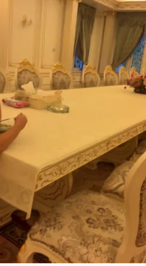 Thêm loạt ảnh mới bên trong lâu đài 2.400m2 giữa trung tâm Sài Gòn của CEO Đại Nam: Xa hoa hết cỡ! - Ảnh 7.