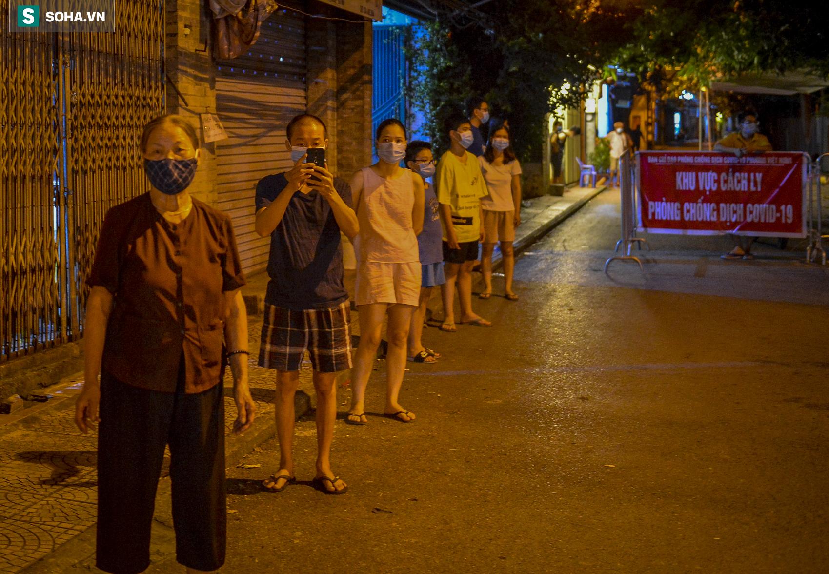 Hà Nội: Phát hiện 9 người dương tính SARS-CoV-2, lập tức lấy 5000 mẫu xét nghiệm trong đêm - Ảnh 1.