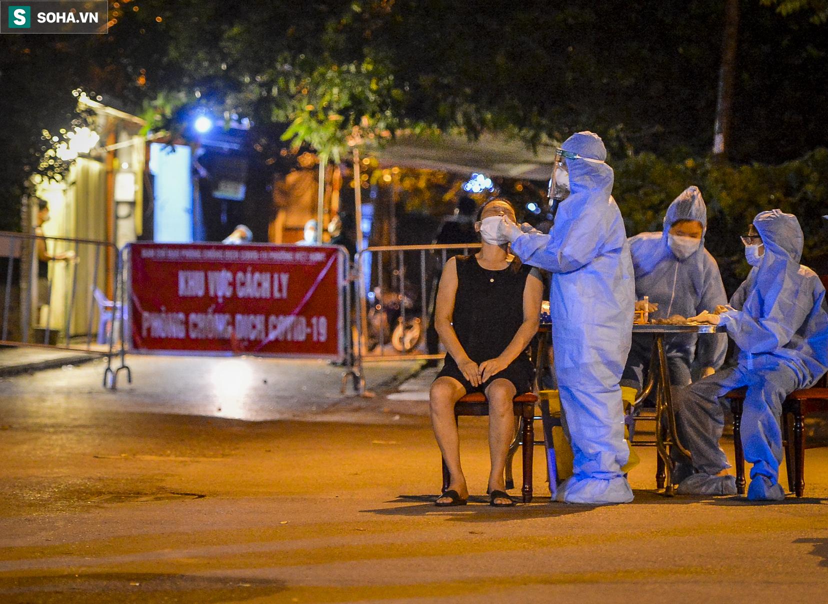 Hà Nội: Phát hiện 9 người dương tính SARS-CoV-2, lập tức lấy 5000 mẫu xét nghiệm trong đêm - Ảnh 2.