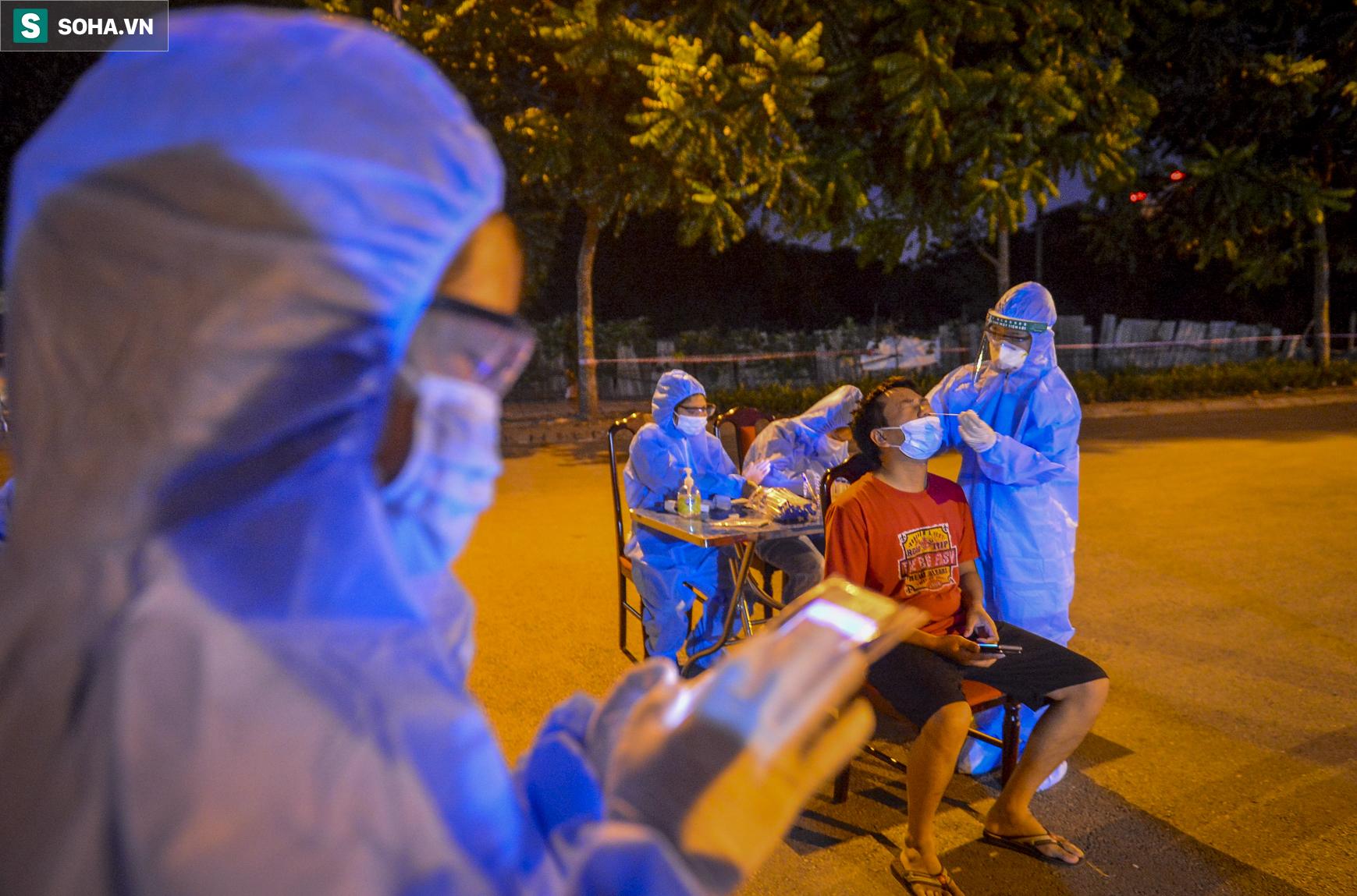 Hà Nội: Phát hiện 9 người dương tính SARS-CoV-2, lập tức lấy 5000 mẫu xét nghiệm trong đêm - Ảnh 3.