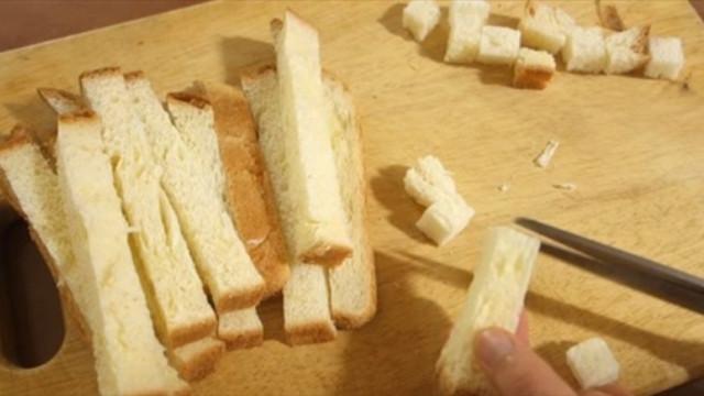Cách làm bánh Trung thu bằng sandwich cực độc đáo - Ảnh 1.