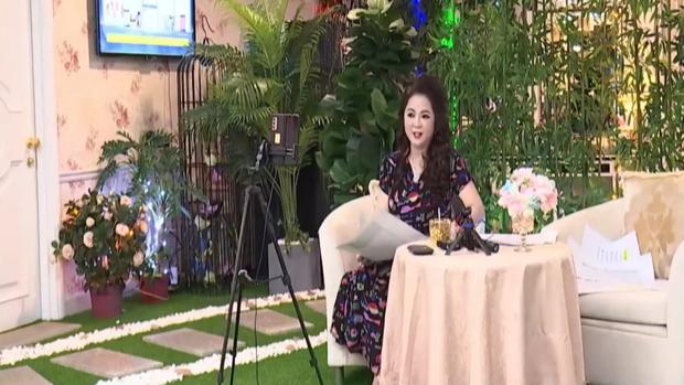 Bà Phương Hằng chính thức quay trở lại sau 1 tuần tuyên bố dừng livestream, nhắc đến thuật ngữ tạm khóa báo có - Ảnh 1.