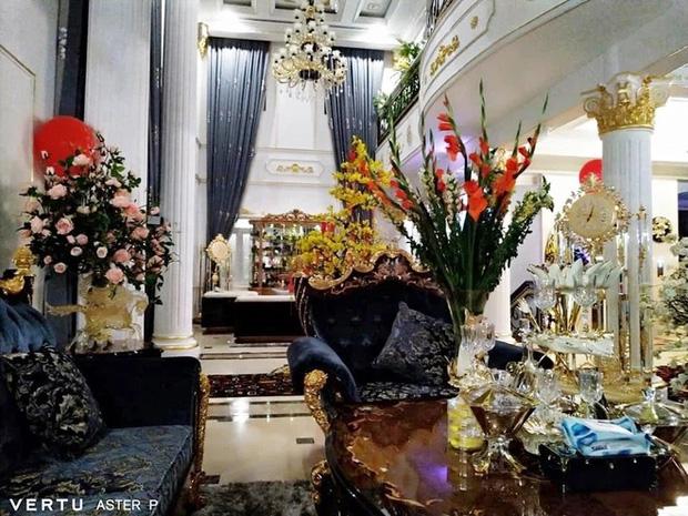 Antifan chê background phòng khách trong biệt thự của CEO Đại Nam trông như… nhà hàng tiệc cưới - Ảnh 4.