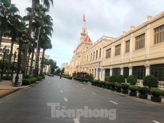 Có một Sài Gòn khác lạ trong ngày tết Độc lập - Ảnh 1.