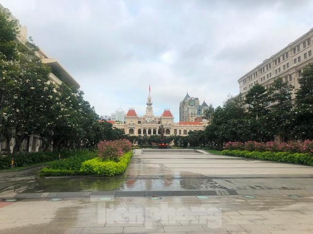 Có một Sài Gòn khác lạ trong ngày tết Độc lập - Ảnh 3.