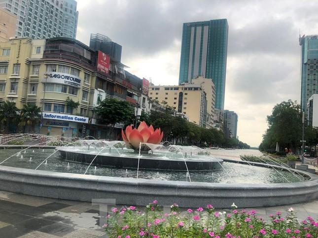 Có một Sài Gòn khác lạ trong ngày tết Độc lập - Ảnh 4.