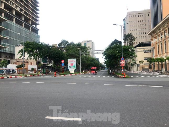 Có một Sài Gòn khác lạ trong ngày tết Độc lập - Ảnh 9.