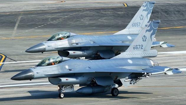 Mỹ bao vây Trung Quốc với hàng trăm chiến đấu cơ hiện đại: Chạy trời không khỏi nắng! - Ảnh 1.