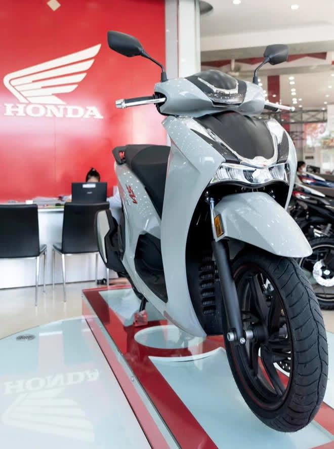 Xe máy Honda mới về đại lý nét căng, giá rẻ một nửa, miếng ngon hay tiền nào của nấy? - Ảnh 2.