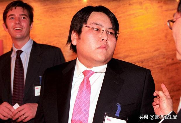 """""""Đệ nhất công tử Trung Quốc"""" tiêu sạch 46.000 tỷ đồng với lối ăn chơi trác táng đi vào truyền kỳ, cuộc sống hiện tại thảm thương đến khó tin - Ảnh 4."""