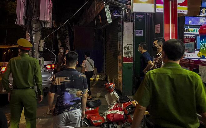 NÓNG: Khám nhà Đại tá Phùng Anh Lê - Trưởng phòng Cảnh sát kinh tế Công an Hà Nội - Ảnh 1.