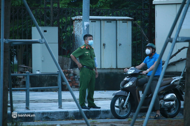 Hà Nội: Sáng sớm 21/9, nhiều người vẫn  ra đường tập thể dục dù quy định mới chưa cho phép - Ảnh 10.