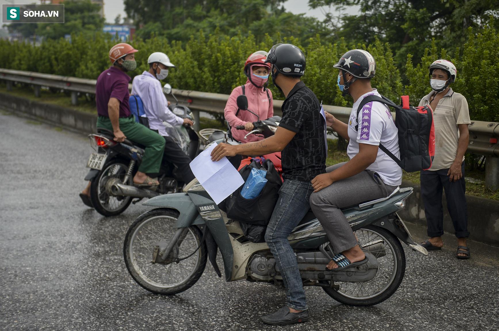 Đi xe máy hơn 1.500km ra Hà Nội, 2 bố con ăn ngủ tại chốt Cầu Giẽ chờ người đưa đi cách ly - Ảnh 5.
