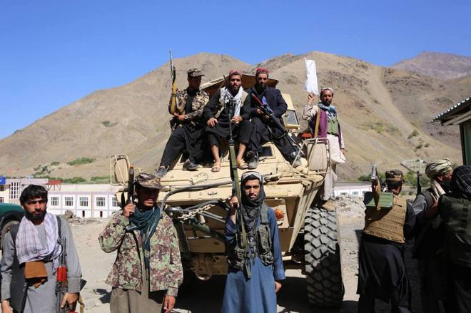 Bị Mỹ phản bội, Taliban đánh cho tơi tả: Thủ lĩnh kháng chiến Afghanistan tháo chạy thục mạng! - Ảnh 2.