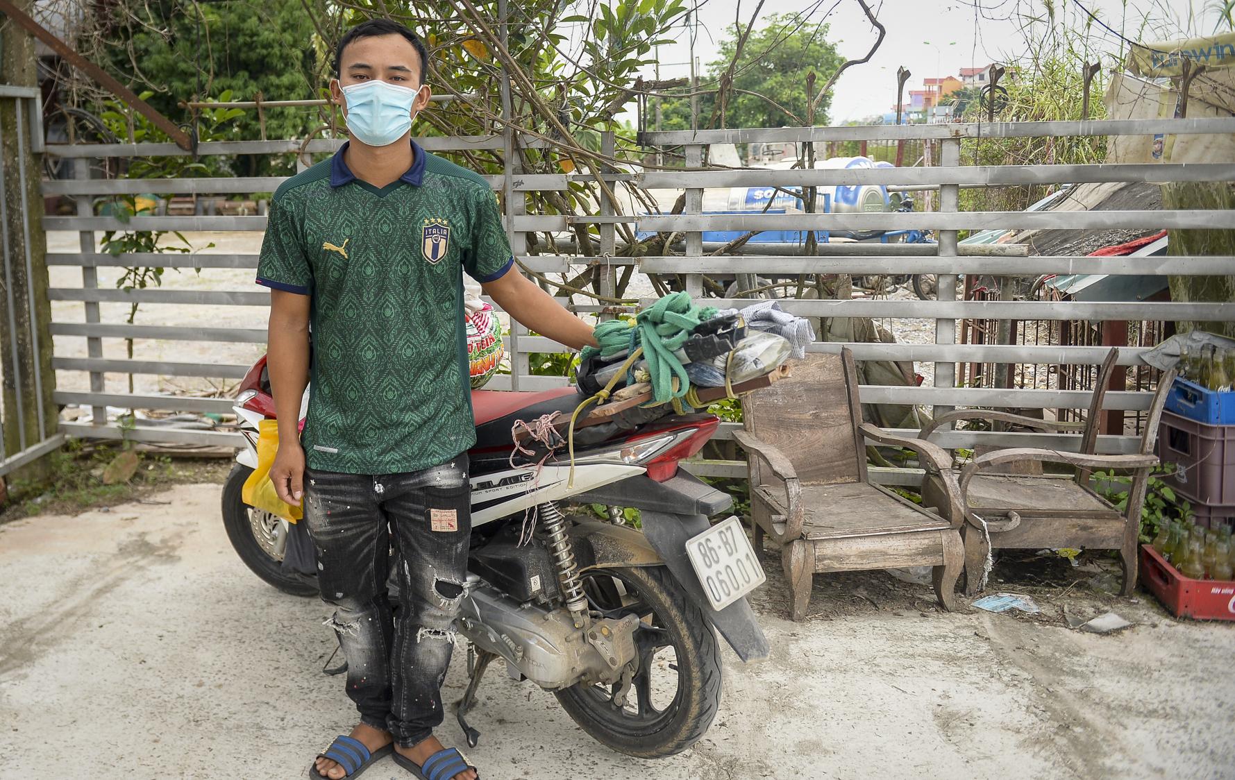 Đi xe máy hơn 1.500km ra Hà Nội, 2 bố con ăn ngủ tại chốt Cầu Giẽ chờ người đưa đi cách ly - Ảnh 8.