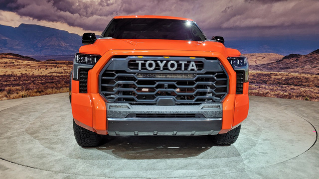 Đây là Toyota Tundra TRD Pro - Bán tải full đồ chơi đấu Ford F-150 Raptor - Ảnh 2.